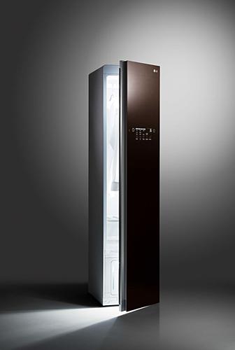 LG Styler là máy giặt hơi nước tích hợp nhiều tiện ích và có kiểu dáng như tủ treo quần áo.