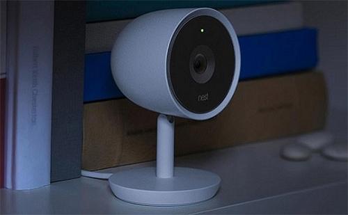 Một mẫu camera của Google Nest tích hợp đàm thoại hai chiều.