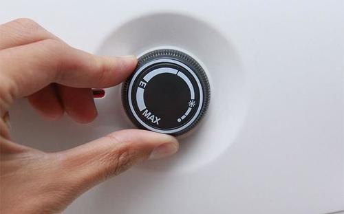 Điều chỉnh mức nhiệt độ phù hợp cho bình và chỉ bật trước khi sử dụng.