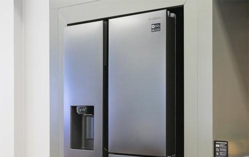 Tủ lạnh Side by Side có sức chứa lớn, nhiều tính năng khử mùi, lưu trữ thực phẩm tươi.