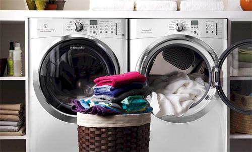 Máy giặt sấy là món đồ hữu dùng vào mùa mưa hay thời tiếtnồm ẩm.
