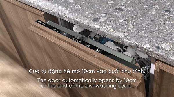 cong-nghe-say-kho-airdry-tren-may-rua-chen-electrolux