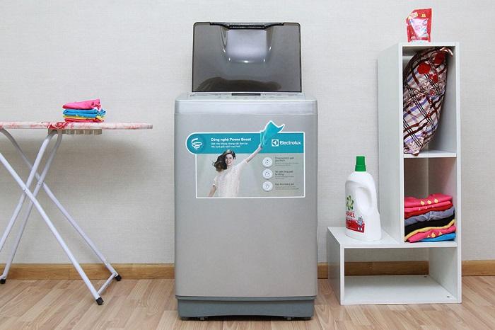 Máy giặt cửa trên Electrolux thiết kế đẹp, giặt quần áo sạch